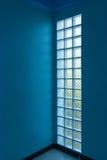Bloque de cristal en pared imagen de archivo libre de regalías
