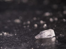 Bloque de hielo en un lago congelado Fotos de archivo