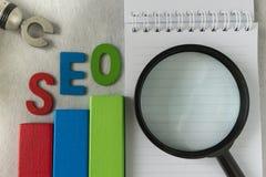 Bloque de madera tan colorido del concepto de la optimización del Search Engine como a Foto de archivo libre de regalías