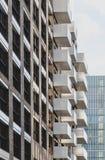 Bloque de viviendas en Londres Modelo geométrico de los balcones Fotos de archivo libres de regalías