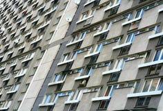 Bloque de viviendas a partir de los años 50 en el centro de Varsovia Imagen de archivo libre de regalías