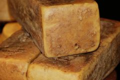 Bloque del queso parmesano Fotografía de archivo libre de regalías
