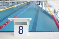 Bloque que comienza de la piscina Imágenes de archivo libres de regalías