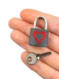 Bloquee con el corazón y el clave a disposición imagen de archivo libre de regalías