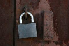 Bloquee en la puerta del hierro Imagenes de archivo