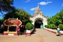 Bloquee la entrada al templo de Ananda en Bagan Archaeological Zone en Bagan, Myanmar imagen de archivo libre de regalías