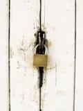 Bloqueo de puerta de madera viejo Fotos de archivo