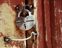 Bloqueo de puerta viejo del grunge Fotos de archivo