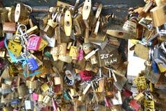 Bloqueos del amor en París Imagen de archivo libre de regalías