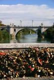 Bloqueos del amor en Roma Fotografía de archivo libre de regalías