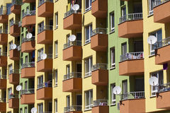 Bloques de apartamentos brillantemente pintados en Sofía Imágenes de archivo libres de regalías