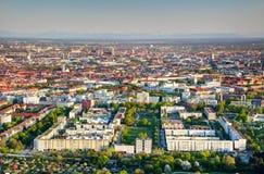 Bloques de apartamentos y opinión aérea de los parques del verde de Munich Alemania fotos de archivo libres de regalías