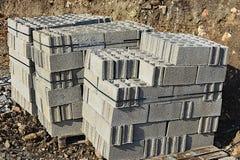 Bloques de cemento en la plataforma Imagen de archivo