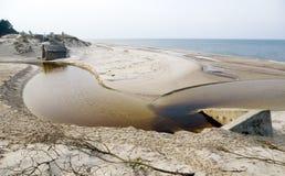 Bloques de cemento en la playa Foto de archivo libre de regalías