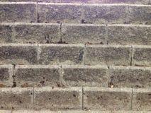 Bloques de cemento envejecidos pared, textura del fondo fotos de archivo libres de regalías