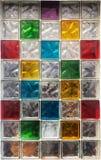Bloques de cristal coloridos en la ventana, textura del fondo Fotografía de archivo