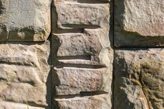 Bloques de la pared de piedra en Victory Park, Zelenograd Fotos de archivo
