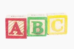 Bloques de madera del ABC sobre blanco Foto de archivo