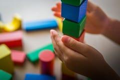 Bloques de madera del juego del niño Foto de archivo