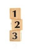 Bloques de madera empilados con números Imagen de archivo