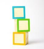 Bloques de madera en blanco Fotos de archivo libres de regalías
