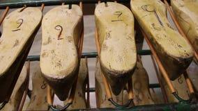 Bloques de madera para la fabricación de calzado almacen de video