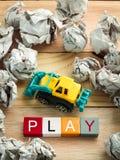 Bloques de palabra con el coche de los juguetes y el papel de las bolas de la basura Fotos de archivo libres de regalías