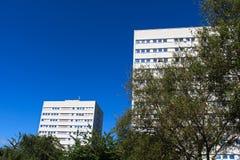 Bloques de torre del centro de ciudad de apartamentos Birningham imagen de archivo