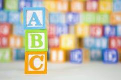 Bloques del ABC con el fondo colorido Fotografía de archivo libre de regalías
