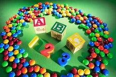 Bloques del alfabeto con los polos del chocolate Fotos de archivo libres de regalías