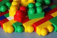 Bloques del diseñador Bloques plásticos del juguete, constructor de los juguetes de los niños Fotografía de archivo