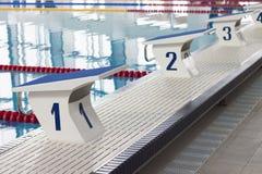 Bloques el comenzar de la piscina Imagenes de archivo