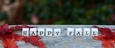 Bloques FELICES de la letra de la CAÍDA en fondo del otoño Fotografía de archivo libre de regalías