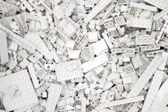 Bloques, ladrillos y pedazos blancos de Lego Imagen de archivo