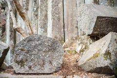 Bloques pentagonales naturales que sorprenden de piedras fotografía de archivo libre de regalías