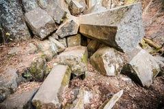 Bloques pentagonales naturales que sorprenden de piedras foto de archivo libre de regalías