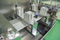 Blåsaemballagemaskin i farmaceutiskt industriellt Arkivfoto