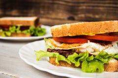 Blt-sendwich mit Ei Stockfoto