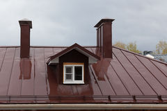 Blöta taket av byggnaden i ambassadören av ett regn Royaltyfria Foton
