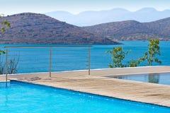 Blått vatten av Grekland Arkivfoto