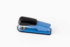 Blu con la cucitrice meccanica del berretto nero Fotografia Stock