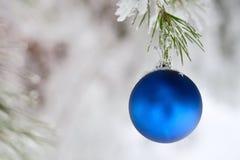 Blu della palla di Natale Fotografie Stock Libere da Diritti