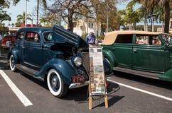 Blu Ford Model 1936 68 Tudor Deluxe al Car Show classico del trentaduesimo deposito annuale di Napoli fotografia stock