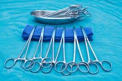 Blu medico degli strumenti del morsetto tonificato Fotografia Stock Libera da Diritti