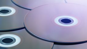 Blu Ray Discs In Flashing Light - concepto del entretenimiento almacen de video
