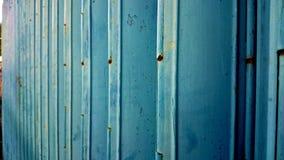 Blu rotoli sulla sicurezza laterale orizzontale del deposito della porta Immagini Stock Libere da Diritti