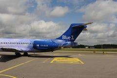 Blue1飞行在赫尔辛基机场 库存图片