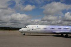 Blue1飞行在赫尔辛基机场 免版税库存图片