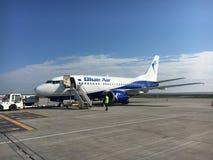 Blue Air-vliegtuigen bij Iasi-luchthaven, Roemenië Royalty-vrije Stock Afbeelding