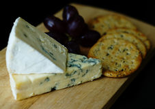 Blue cheese and crackers Royalty Free Stock Photos